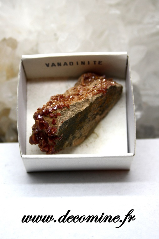 cristaux rouge vanadinite mineraux bruts