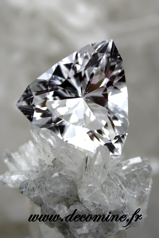 quartz pur taille brillant triangle 36.24 carats