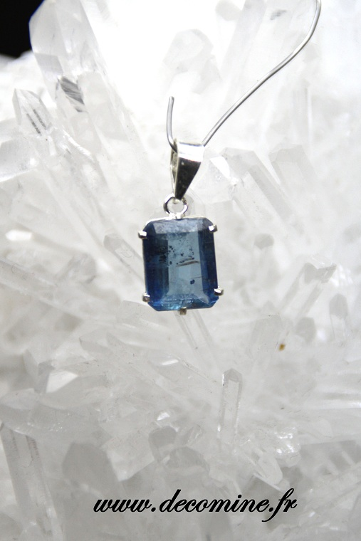 pendentif cyanite rectangle pierre taillee