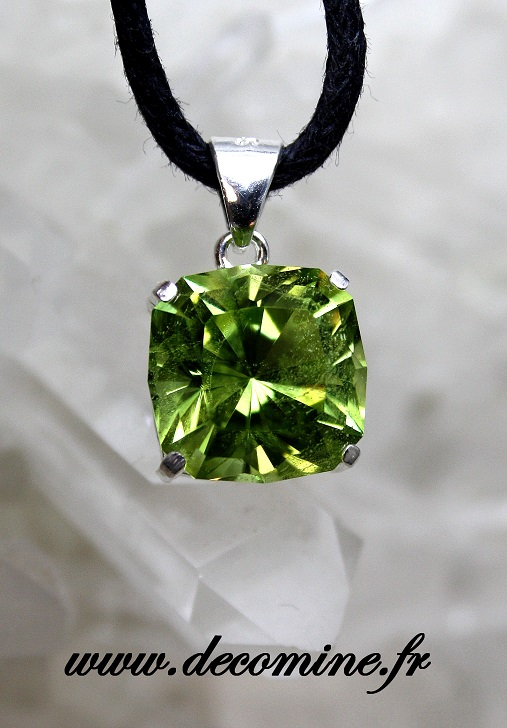 pendentif peridot vert taille carre