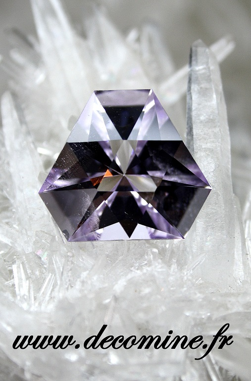 amethyste rose de france taille equilateral 12.68 carats