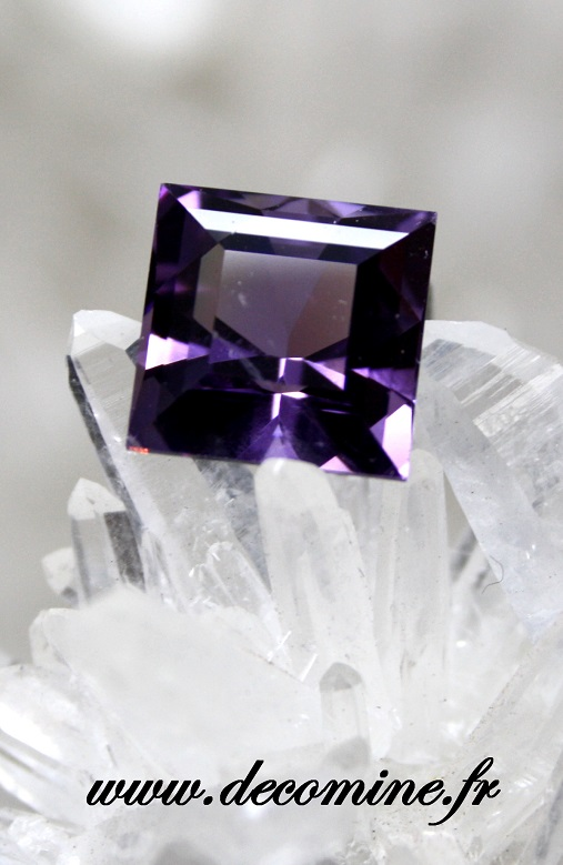 amethyste AA taille bright square 3.52 carats
