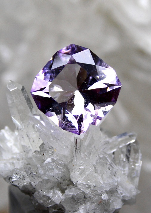 amethyste BOLIVIE taille coussin 17.30 carats