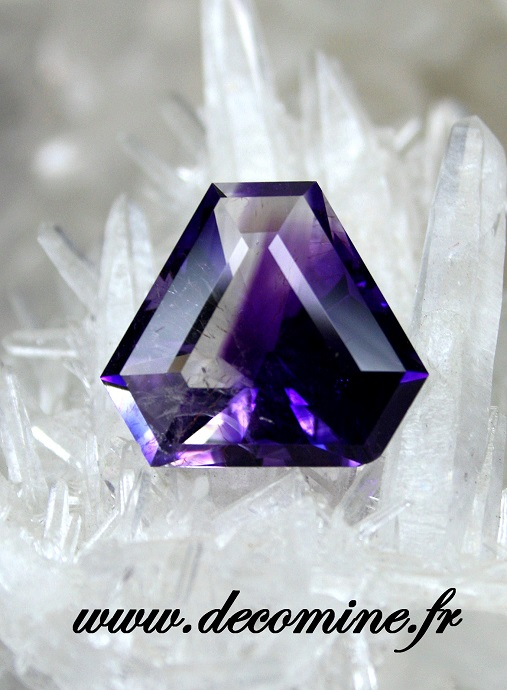 amethyste BOUDI TATA taille triangle pan coupe 14.29 carats