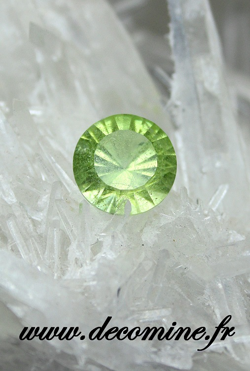 peridot taille brillant rond 2.97 carats
