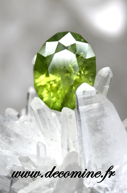 peridot taille ovale christmas 6.47 carats