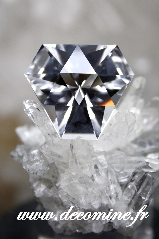 quartz pur taille equilateral 17.67 carats