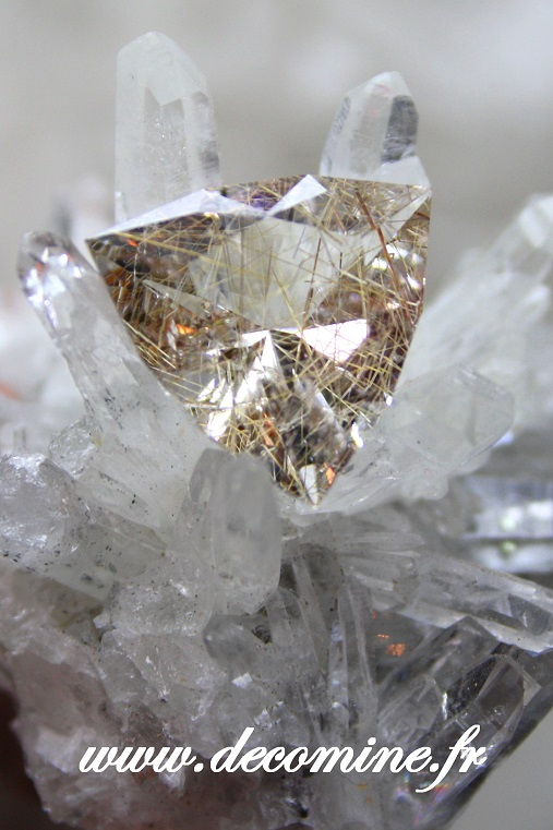 quartz pur rutile taille triangle arrow 6.92 carats