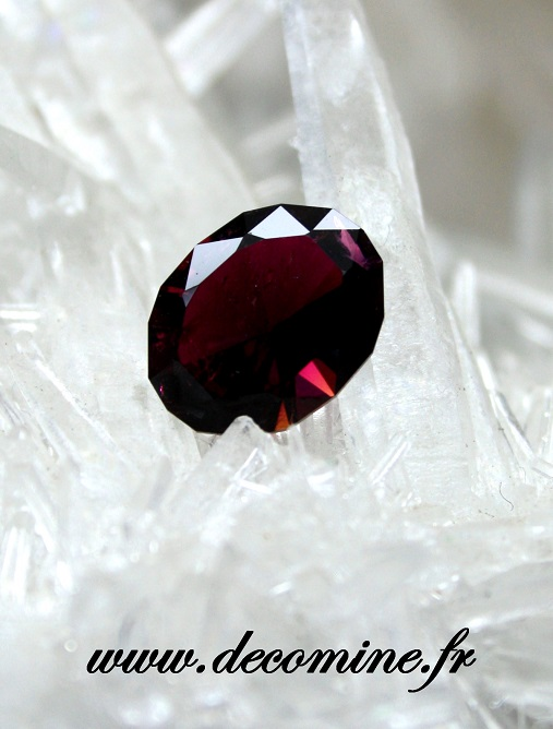 tourmaline rubellite taille ovale 2.71 carats