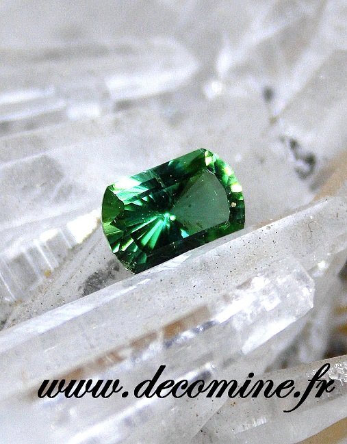 tourmaline verte menthe taille rectangle 1.32 carats